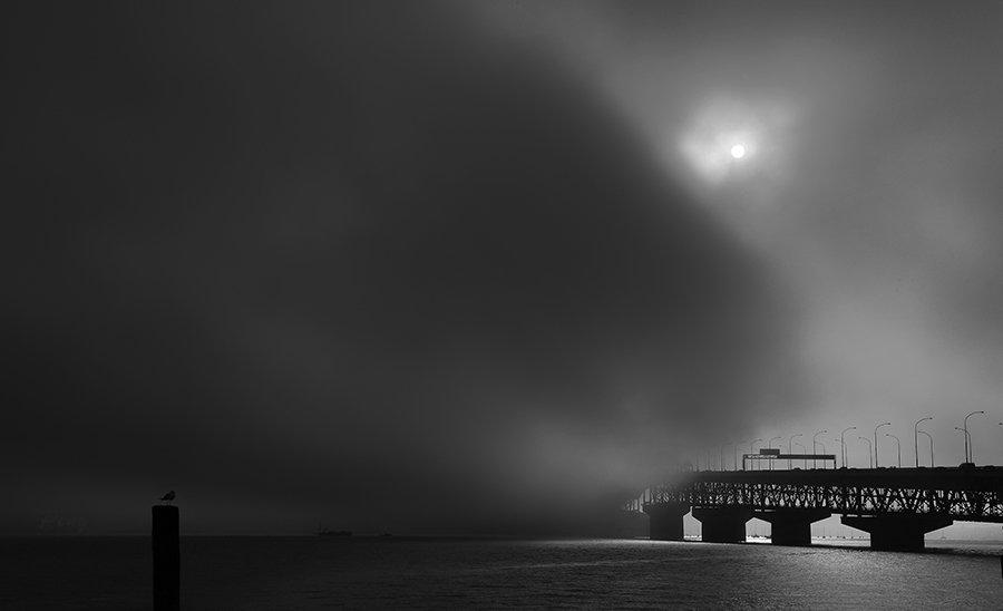 © Jiongxin Peng, Foggy-Broken-Bridge