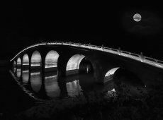 © Jiongxin Peng, Serven-Holes-Bridge-Under-the-Moon