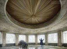 © Marcel Van Balken, Circus Decay