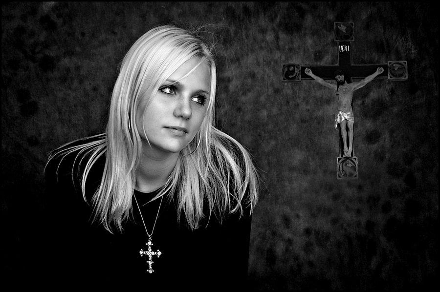 © Ole Suszkiewicz, Girl with Cross